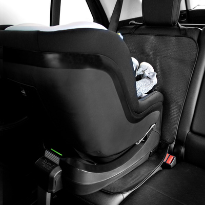 With ISOFIX cut-outs